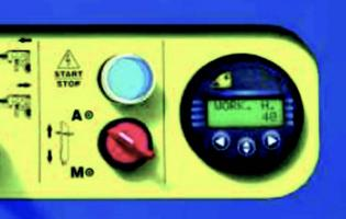 표시창에 PTO회전속도, 작업 시간, 작업압력, 오일온도 및 생산량을 표시하는 기능이 있음 톱이 나무를 자르면서 직경을 측정해 쪼개는 날의 높이를 자동 으로 조정하는 기능이 있음